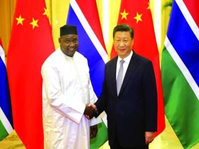 بیجنگ: کولمبیا کے صدر چینی صدر شی چن پنگ سے مصافحہ کررہے ہیں