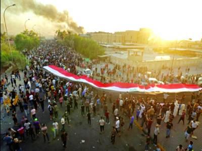 بصرہ: عراق کے شہر بصرہ میں لوگ حکومت کے خلاف احتجاج کررہے ہیں