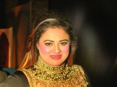 فنکار تنقید کرنے کی بجائے کام پر توجہ دیں،پریا خان
