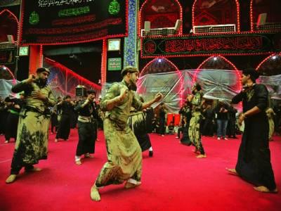 کربلا : یوم عاشور کے موقع پر شیعہ مسلمان ماتم میں شریک ہیں
