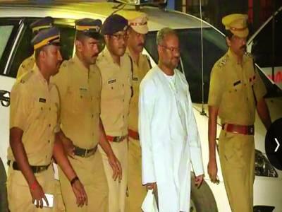 بھارت کی کیرالہ ہائیکورٹ نے گزشتہ روز بد اخلاقی کے الزام میں گرفتار بشپ کی ضمانت منسوخ کردی، پولیس انہیں گرفتار کرکے لے جارہی ہے