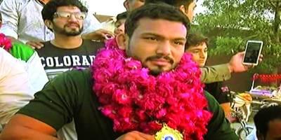 بیج ریسلنگ ورلڈ چیمپئن محمد انعام بٹ کی وطن واپسی کوئی حکو متی عہدیدار استقبال کیلئے نہ پہنچا