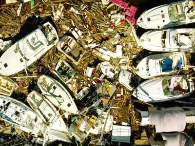 واشنگٹن : فلوریڈا میں طوفان کے باعث تباہ ہونے والی کشتیاں ایک جگہ اکٹھی کی ہوئی ہیں