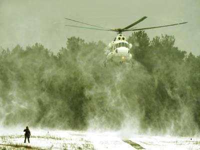 کیف:یوکرائن کا فوجی ہیلی کاپٹر مشقوں میں شریک ہے