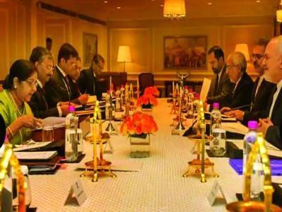 نئی دہلی:بھارتی وزیر خارجہ سشما سوراج ایرانی وزیر خارجہ کے ساتھ مذاکرات کر رہی ہیں