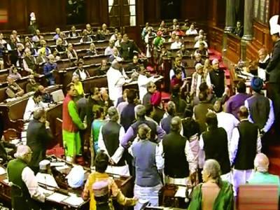نئی دہلی:بھارتی ایوان بالا راجبہ سبھا میں ہنگامہ آرائی کے دوران ارکان پارلیمنٹ آپس میں تکرار کر رہے ہیں
