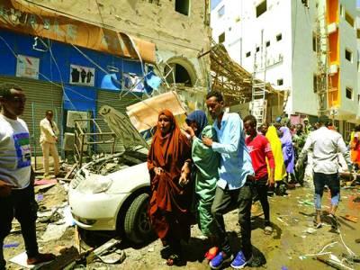 صومالیہ میں شاپنگ سنٹر میں بم دھماکے سے ہونے والی تباہی کا منظر جس میں11 افراد ہلاک ہوگئے