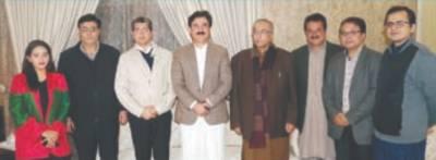 خیبرپختونخواہ کے وزیر اطلاعات نے لاہور میں مصروف وقت گزارا، محظوظ ہوئے