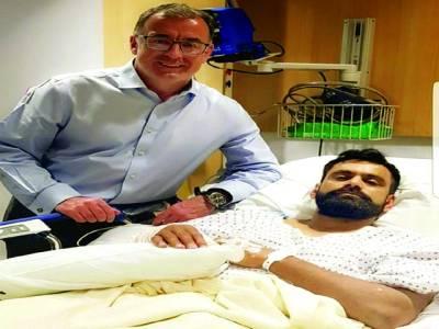 محمد حفیظ کی ہاتھ کی کامیاب سرجری ،سوشل میڈیا پر 2تصاویرجاری