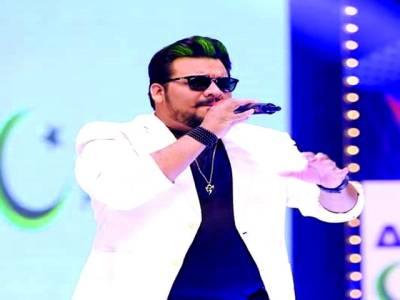 گلوکار احمد نواز قطر میں کامیاب شوز کرنے کے بعد واپس