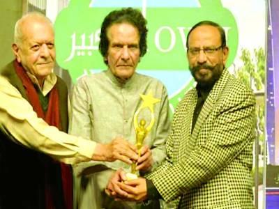 حاجی عبد الرزاق کی ثقافتی خدمات کے اعتراف میں لائف ٹائم اچیومنٹ ایوارڈ