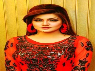 سفیرہ خاں کے نام سے شوبز میں انٹری دی تھی،مناہل خان
